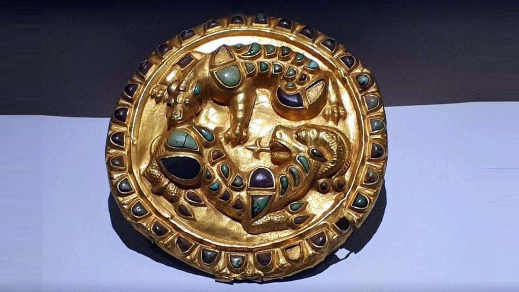 Золотая брошь, Археологический музей Батуми, Грузия