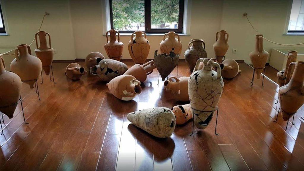 Древние амфоры, Археологический музей Батуми, Грузия