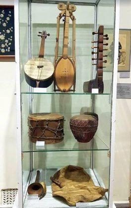 Национальные музыкальные инструменты, музей искусств Аджарии, Батуми, Грузия