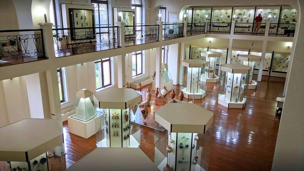 Первый этаж Археологического музея, Археологический музей Батуми, Грузия