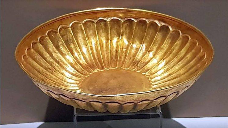 Золотая чаша, Археологический музей Батуми, Грузия
