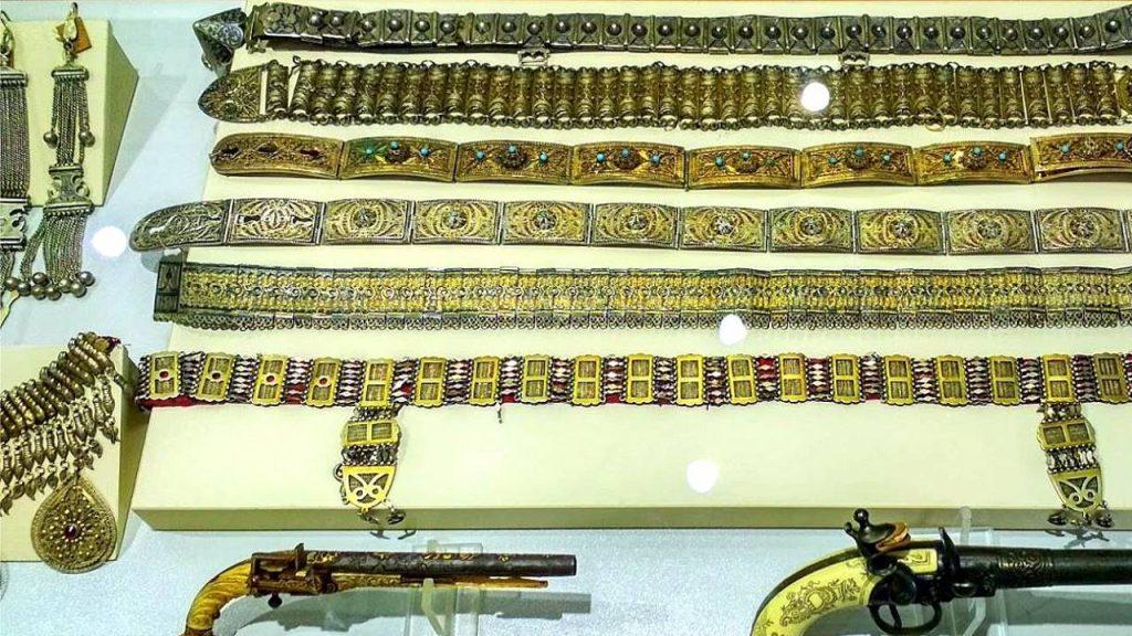 Драгоценные пояса и оружие, Краеведческий музей Аджарии, Батуми, Грузия