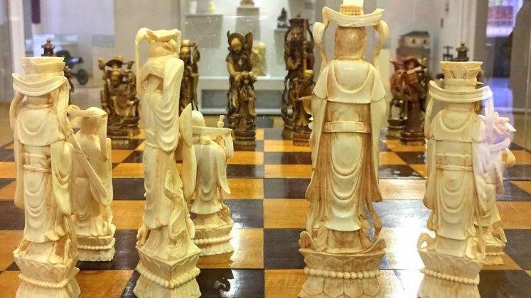 Старинные шахматы ручной работы, Краеведческий музей Аджарии, Батуми, Грузия