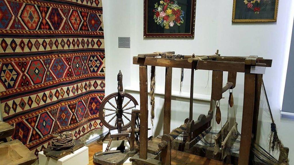 Веретено и станок для ткачества, Краеведческий музей Аджарии, Батуми, Грузия