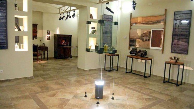 Образцы нефти и керосина, Технологический музей, Батуми, Грузия