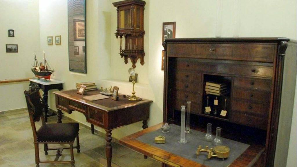 Мебель и оборудование исследователей, Технологический музей, Батуми, Грузия