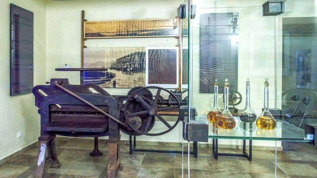 Технологический музей братьев Нобель, образцы керосина, Технологический музей, Батуми, Грузия