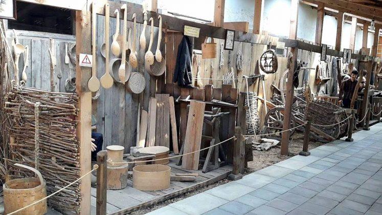 Предметы быта из дерева, Этнографический музей Борджгало, Батуми, Грузия