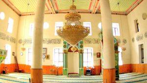 Мечеть Орта Джаме внутри, старый город Батуми, Грузия