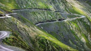 Дорога, пролегающая по горам, Национальный парк Мтирала, Батуми, Грузия