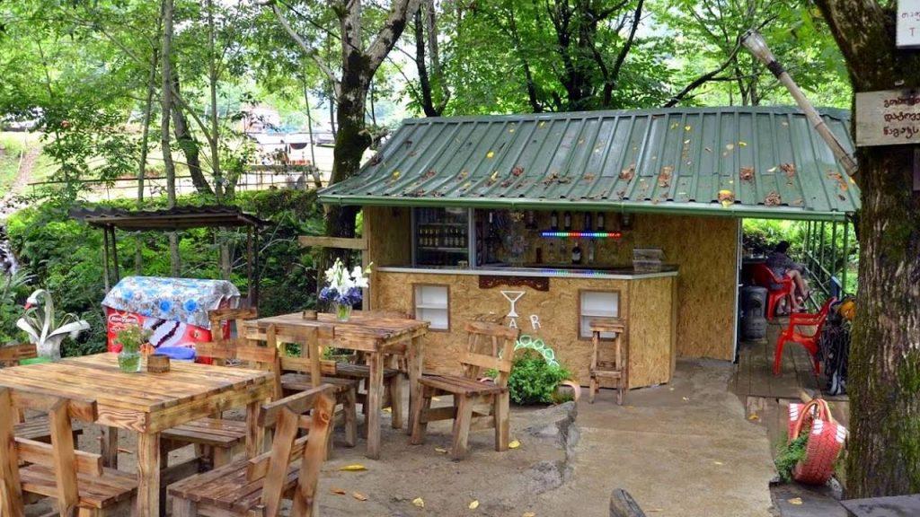 Места для отдыха и перекусов в парке, Национальный парк Мтирала, Батуми, Грузия