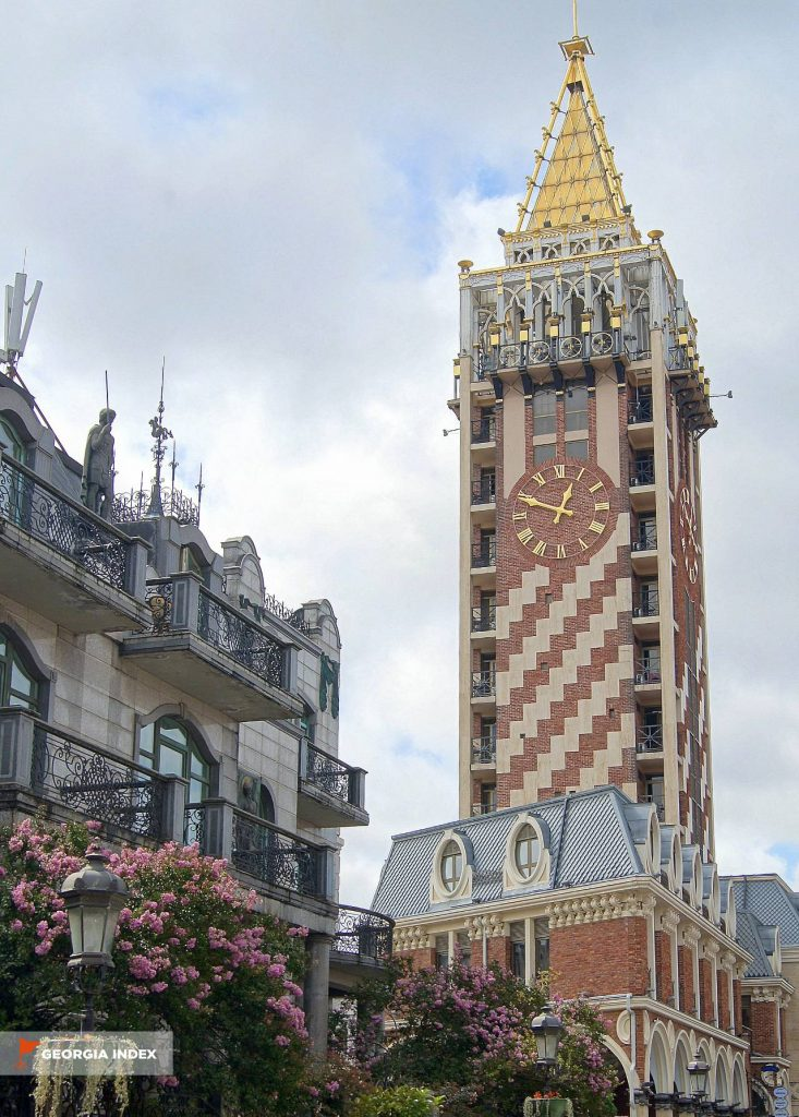 Башня с часами, площадь Пьяцца, Батуми, Грузия