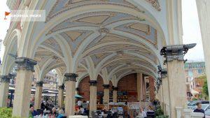 Роспись арочных потолков, площадь Пьяцца, Батуми, Грузия