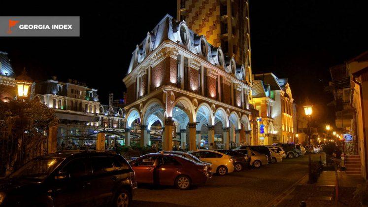 Вечернее освещение на площади Пьяцца, площадь Пьяцца, Батуми, Грузия
