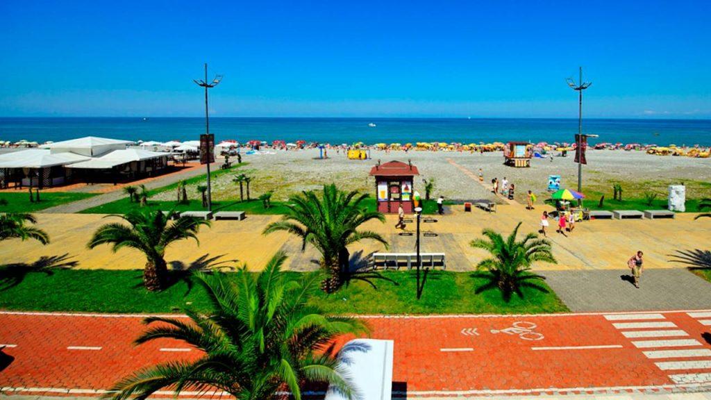 пляж Iveria Beach рядом с отелем, Radisson Blu Batumiotel, Батуми, Грузия