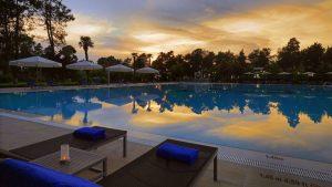Открытый бассейн на территории отеля , Sheraton Hotel, Батуми, Грузия