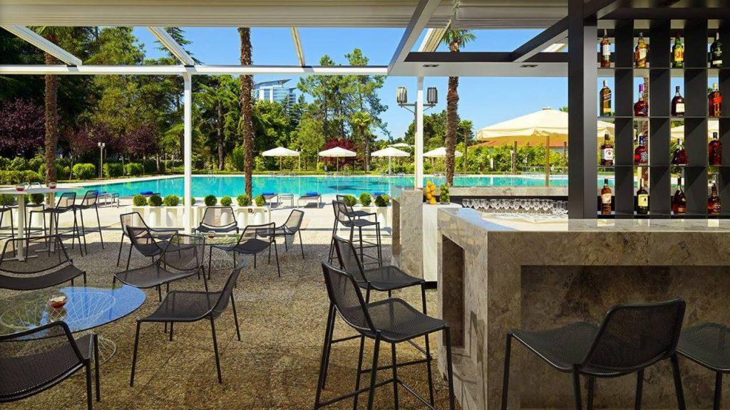 Jasmine Lounge Bar возле открытого бассейна отеля, Sheraton Hotel, Батуми, Грузия