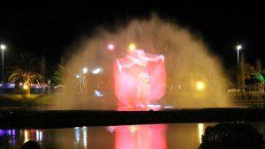 Лазерное шоу на водной глади фонтанов, поющие фонтаны, Батуми, Грузия
